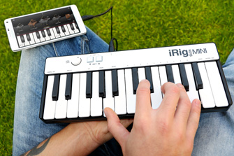 iRig Keys MINI with Android smartphone