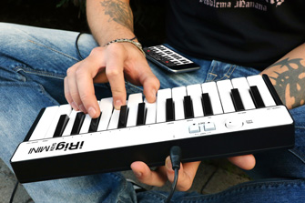 iRig Keys MINI with iPhone