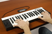 iRig KEYS PRO with iPhone