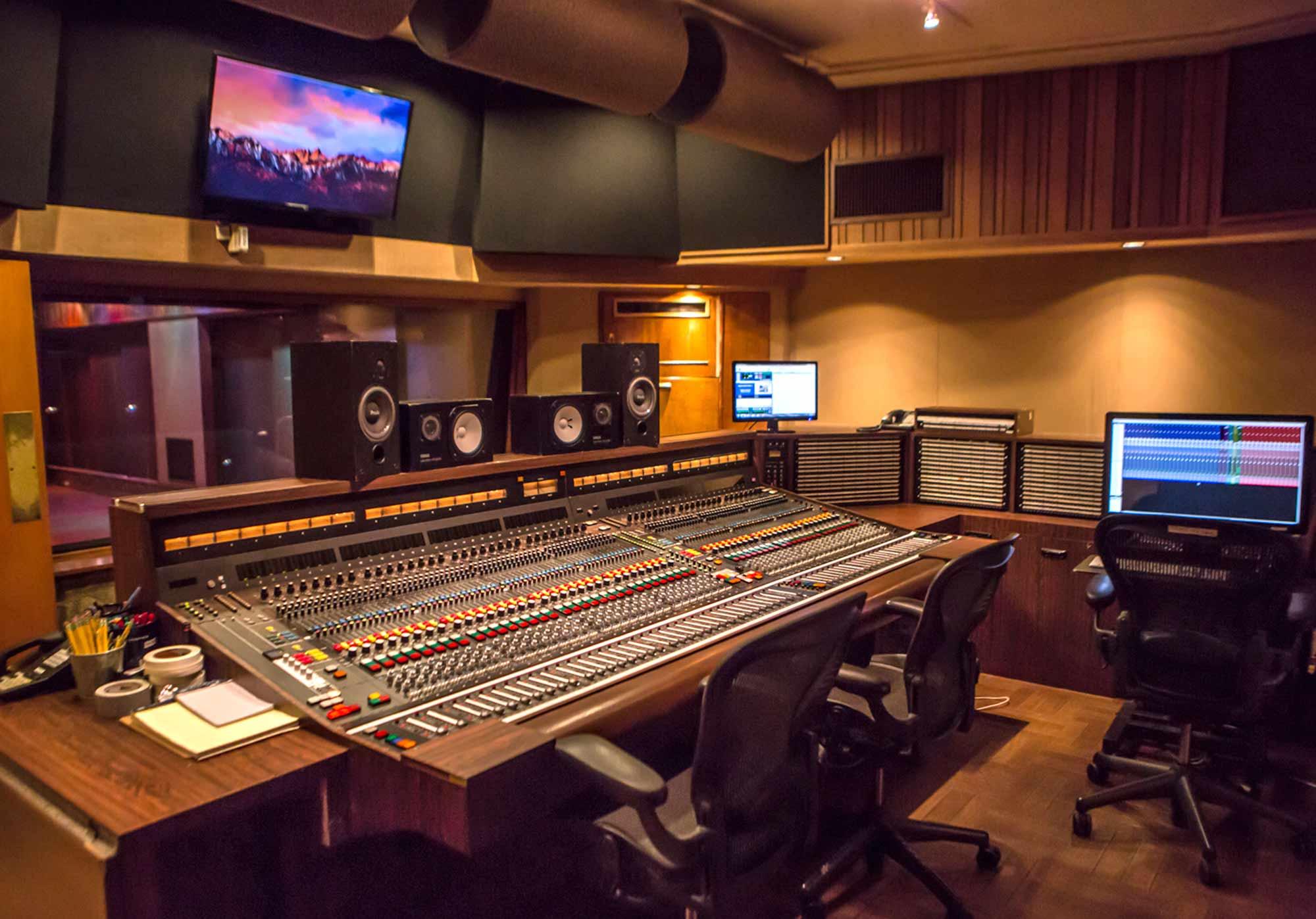 sunset_studios_control_room_1