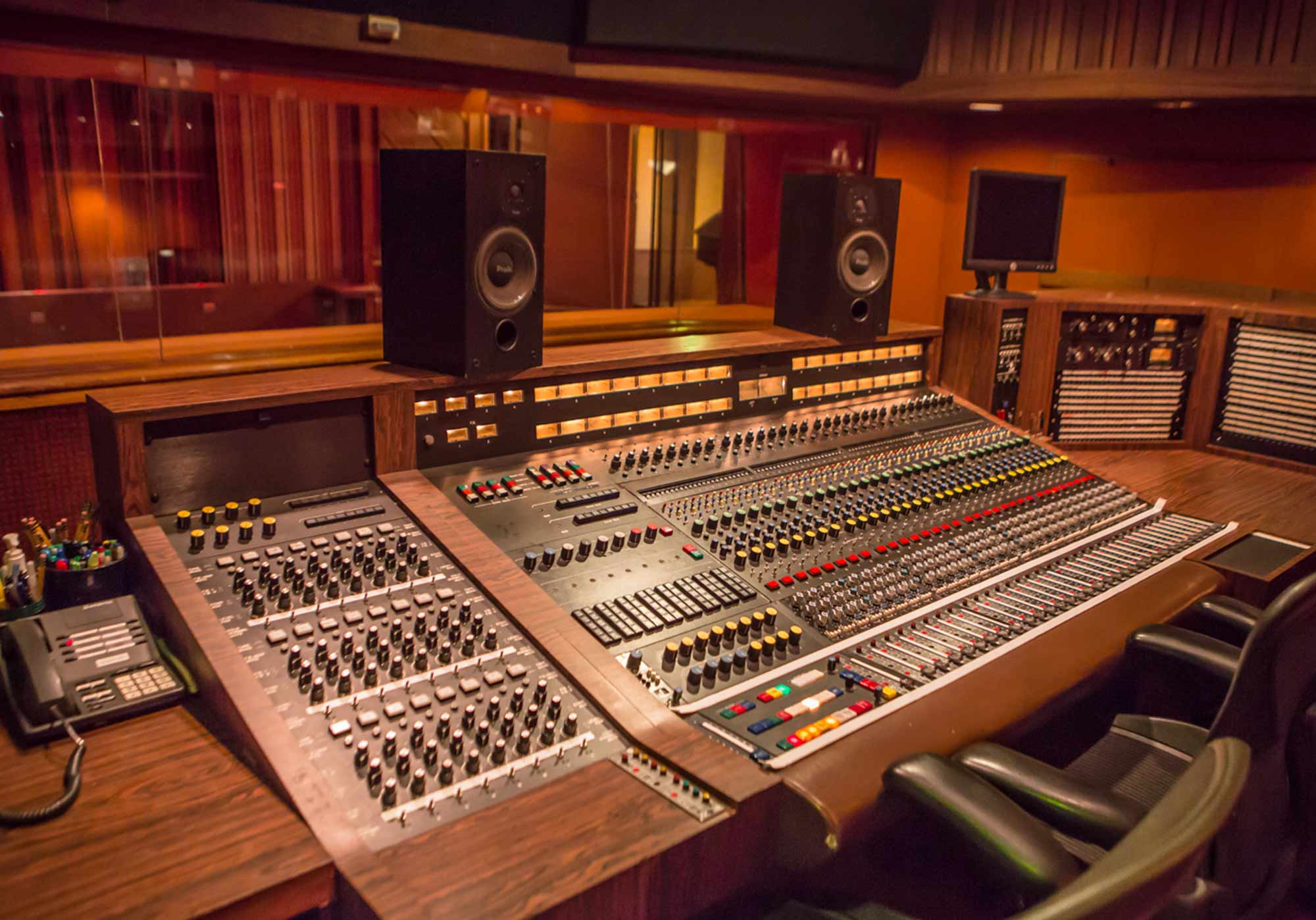 sunset_studios_control_room_3